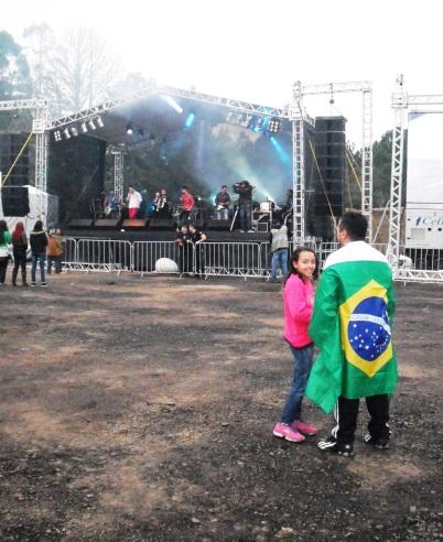 Pai e filha esperavam o inicio da partida/ Foto: Bruna Santos de Souza